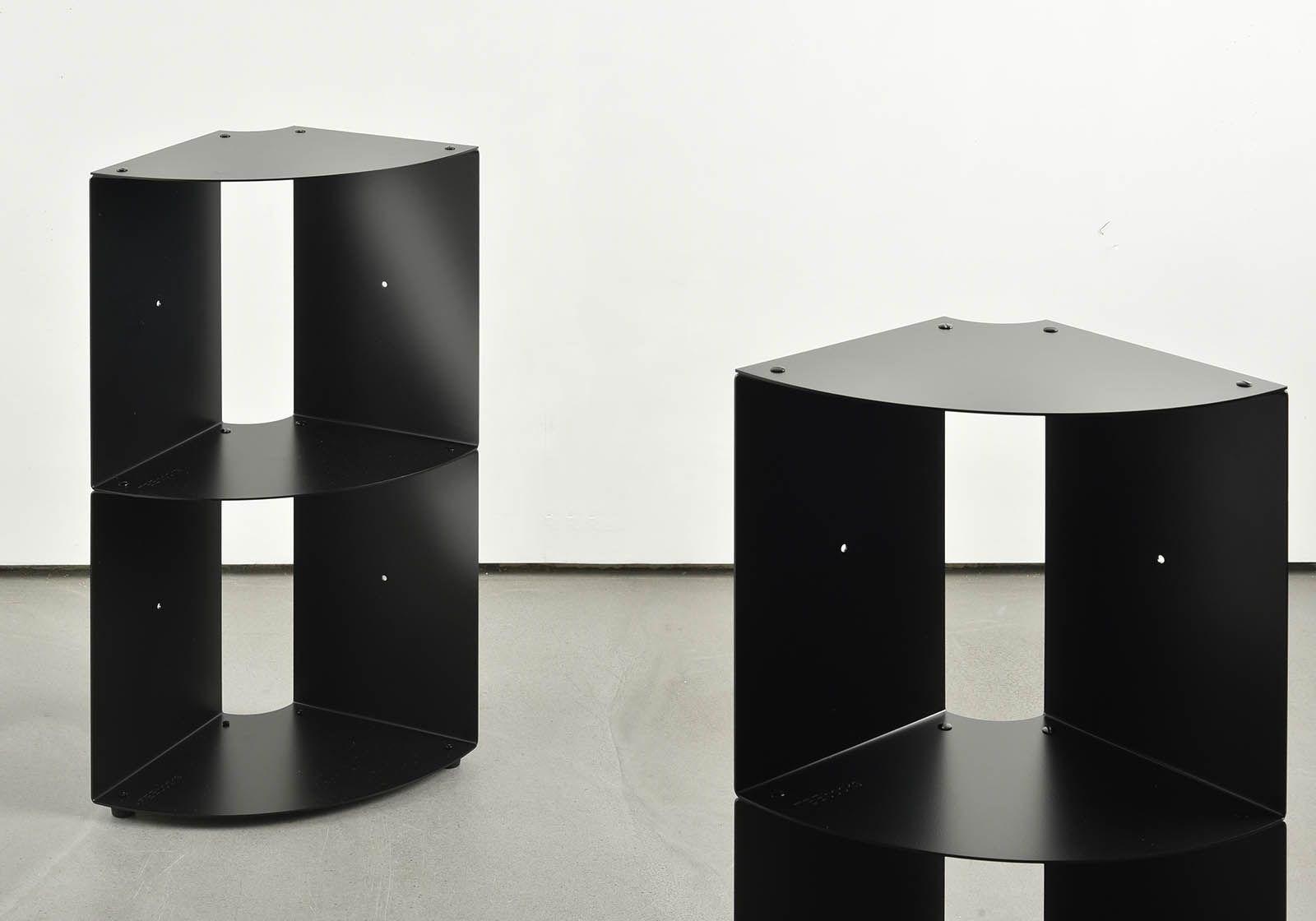 tag re d 39 angle dangolo en m tal 25x25x70cm. Black Bedroom Furniture Sets. Home Design Ideas